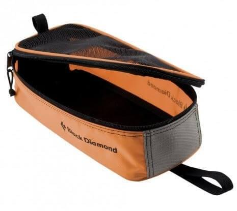 Met cramponbags kun je je stijgijzers veilig vervoeren en opslaan