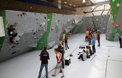 Boulderen is op dit moment de hardst groeiende sport in Nederland. Klimschoenen en pof vind je op Outdorado.com