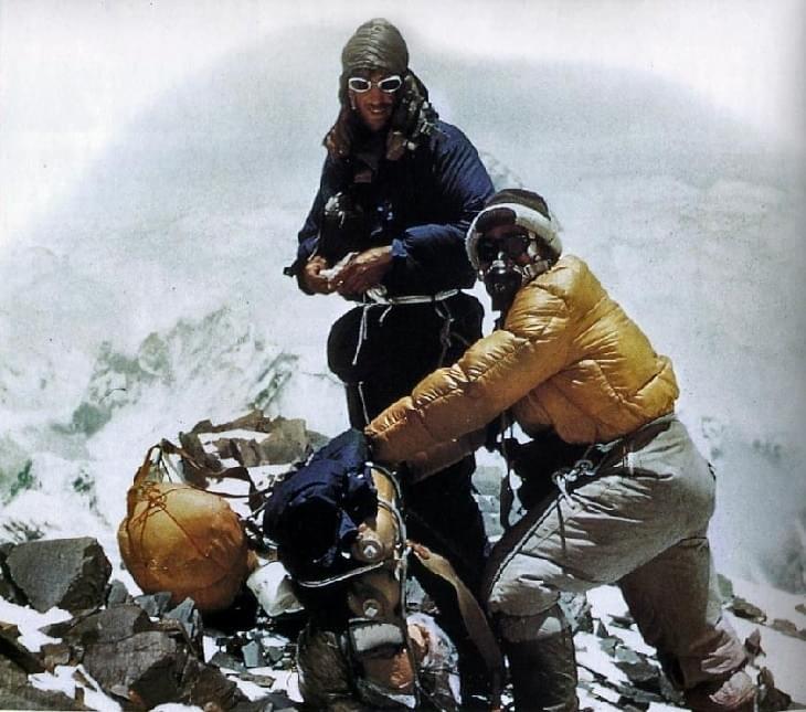 Gebruik in alpiene omgeving warme handschoenen die je ook genoeg bewegingsvrijheid bieden