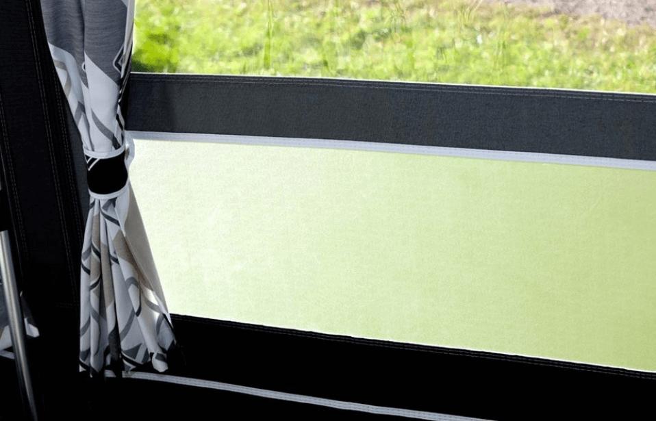 Voortent ramen schoonmaken