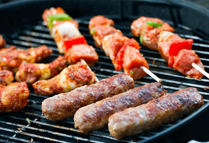 Grillen op een barbecue