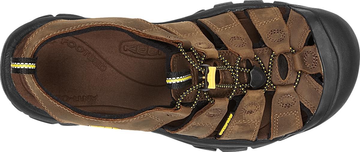 De newport van keen is een sandaal met een stevige zool en de bovenkant is van nubuck leer. het leer is ...