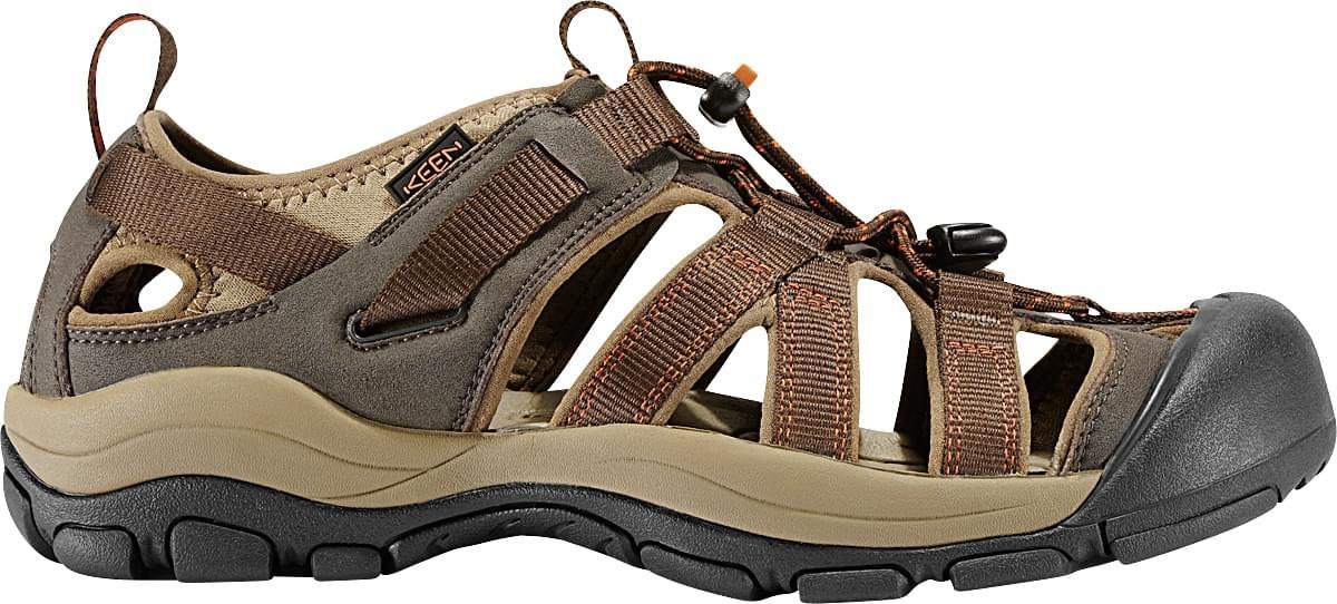 De keen owyhee is de ideale mix tussen een bergschoen en een sandaal. de zool en het voetbed hebben alles van ...