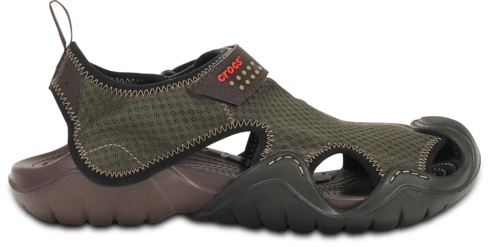 Deze crocs sandaal is geschikt voor gebruik op het land en aan het water. droogt snel door het gebruikte ...